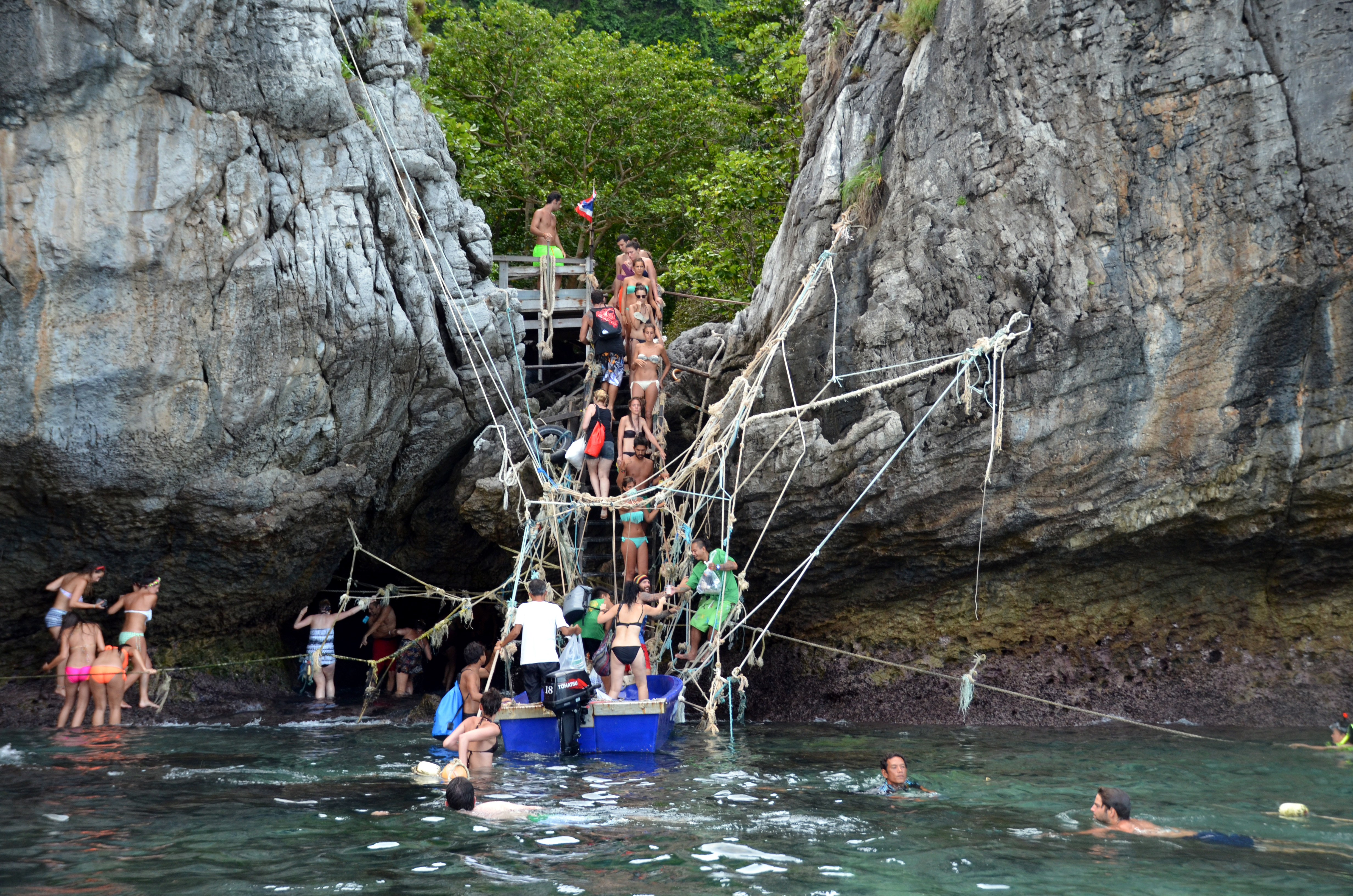 rope-bridge-to-maya-bay